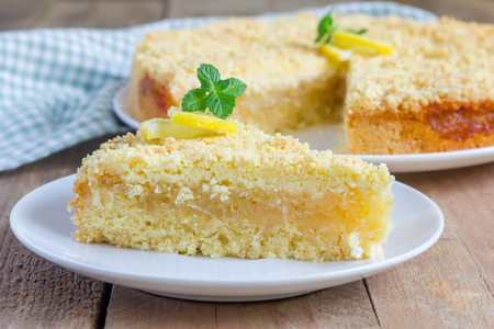 pie de limon: Hecho en casa quebrada tarta de limón, primer Foto de archivo