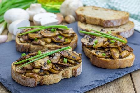 collation: Balsamic mushrooms and green onion bruschetta