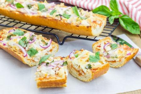 Barbecue chicken pizza baguette, selective focus Archivio Fotografico