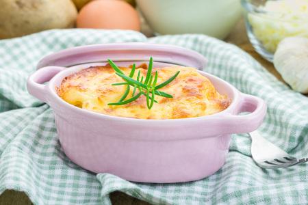 mini oven: Potato gratin in ceramic mini cocotte