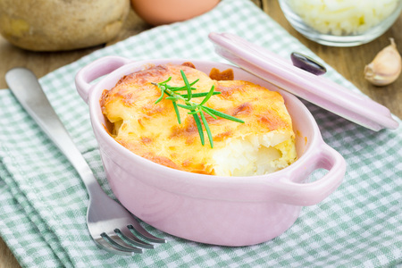 mini oven: Potato gratin in ceramic mini cocotte