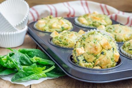 magdalenas: Magdalenas bocadillos reci�n horneados con espinacas y queso feta