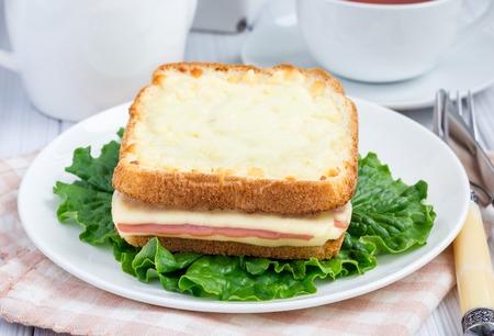 Franse tosti croque monsieur met ham en kaas