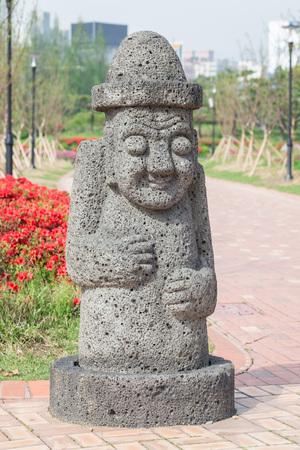 Big stone statue of hareubang, Jeju island idol, shot in Yurim park Daejeon, South Korea 免版税图像 - 107483314