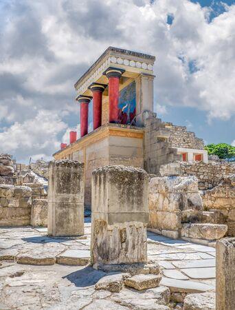 Palastruinen von Knossos auf der Insel Kreta, Griechenland. Berühmter minoischer Palast von Knossos, vertikal