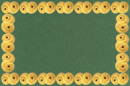 Frame of traditional Swedish and scandinavian Christmas saffron buns Lussekatter on a green background, horizontal, copy space Zdjęcie Seryjne - 138358159