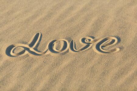 word LOVE in the white sand in desert. 免版税图像 - 148457142
