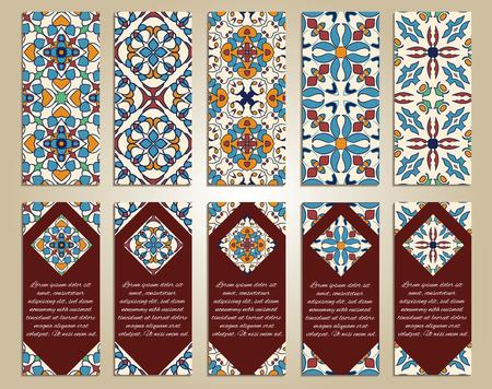 Vector conjunto de coloridas pancartas verticales para negocios e invitación. Portugués, Azulejo, marroquí; Arábica; adornos asiáticos. Motivos geométricos y florales