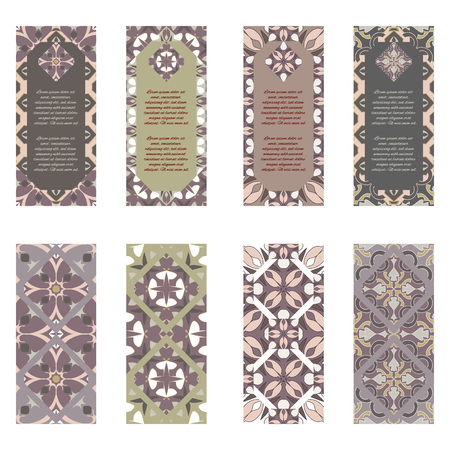 Ensemble de vecteur de bannières verticales colorées pour les entreprises et l'invitation. Portugais, azulejo, marocain; Arabe; ornements asiatiques. Motifs géométriques et floraux