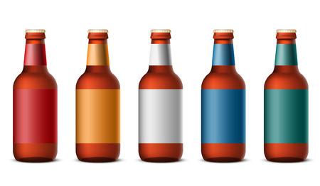 botellas de cerveza: Botellas de cerveza plantilla aisladas sobre fondo blanco - ilustración vectorial realista Vectores