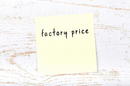 Yellow sticky note with handwritten text factory price Imagens