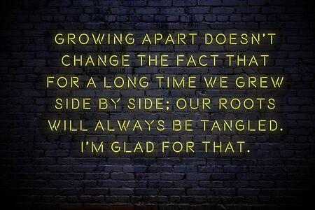 Inscription au néon d'une citation de motivation positive sur le mur. Banque d'images