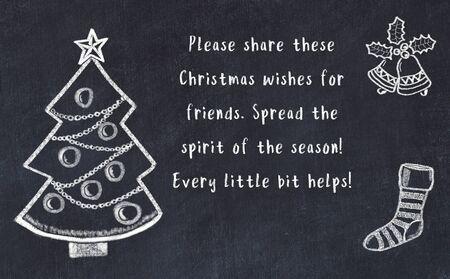 Tekening van kerstboom en handgeschreven groeten op zwart bord.