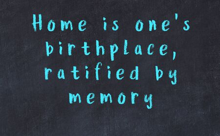 Chalk handwritten inscription of smart quotation on black chackboard 版權商用圖片