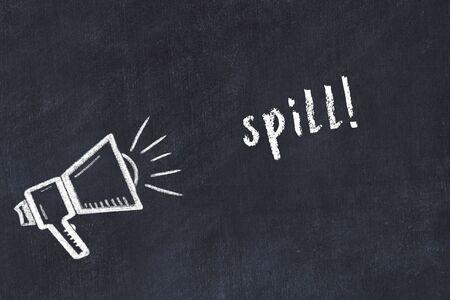 Chalk drawing of loudspeaker and handwritten inscription spill on black desk 版權商用圖片 - 147916521