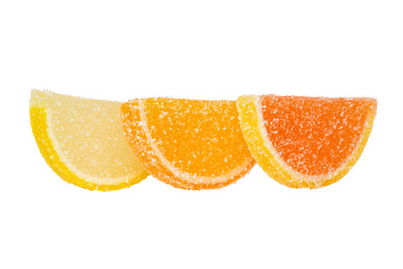 dulcet: Three slices of marmalade sprinkled with sugar, stand one behind another, and are located on a white background.