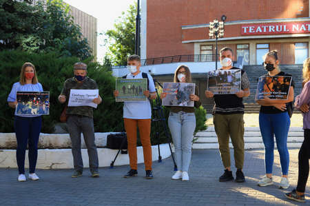 August 13, 2020 Balti, Moldova Protest of journalists in support of colleagues from Belarus. Mass Media against violence Foto de archivo - 153790040