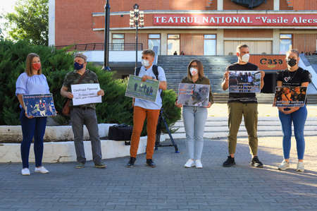 August 13, 2020 Balti, Moldova Protest of journalists in support of colleagues from Belarus. Mass Media against violence Foto de archivo - 153790041