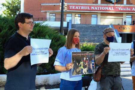 August 13, 2020 Balti, Moldova Protest of journalists in support of colleagues from Belarus. Mass Media against violence Foto de archivo - 153790044
