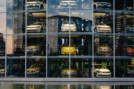 Hedendaagse gebouwen in de Volkswagen Autostadt. Wolfsburg, Duitsland