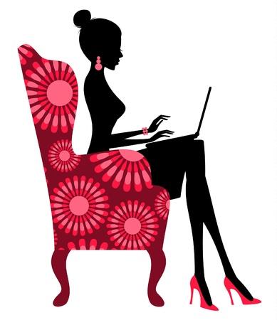 젊은 유행 여자 노트북에서 작동