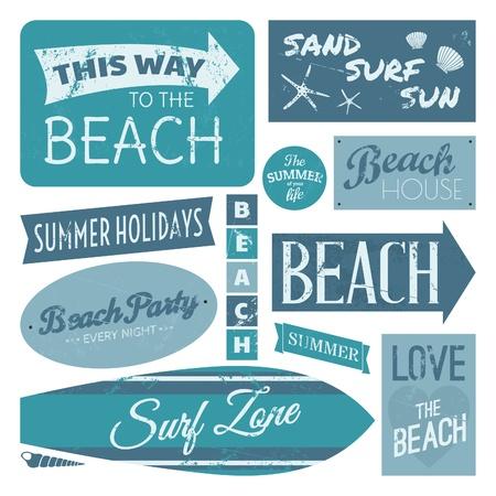 Een set van vintage strand designelementen in blauw op een witte achtergrond.