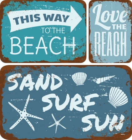 Kolekcja starych zardzewiałych znaków metalowych plażowych.