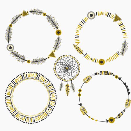 tribales: Un conjunto de cuatro marcos de dise�o tribales abstractos y un cazador de sue�os con plumas y elementos de dise�o geom�trico. Vectores