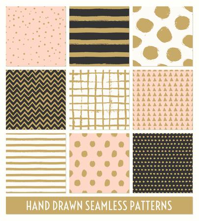 guay: Un conjunto de nueve de dibujado a mano patrones transparentes en negro, oro, rosa pastel y crema. Rayas, lunares, triángulos, galón, patrones de movimiento del cepillo redondo. Impresión moderna y elegante, tarjetas de felicitación, papel de regalo, diseños de carteles.