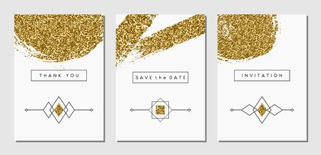 Een set van drie gouden glitter abstracte penseelstreek ontwerpen en lineaire etnische elementen. Uitnodiging, wenskaart, poster design templates.