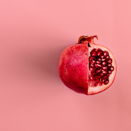 Red pomegranate fruit on pastel pink background. Minimal flat lay concept. Stok Fotoğraf - 68074749