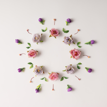 Creative arrangement of various flowers. Flat lay. Banque d'images
