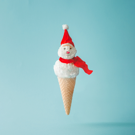 Snowman made of ice cream on bright blue background. Winter holiday concept. Imagens - 89503987