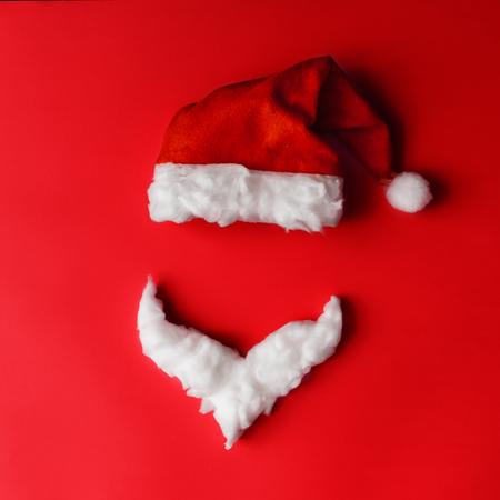 Concepto mínimo de Santa Claus. Navidad año nuevo plana pone. Foto de archivo