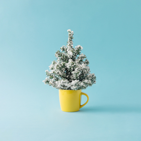 Coffee cup with Christmas tree. Minimal winter holidays concept. 스톡 콘텐츠