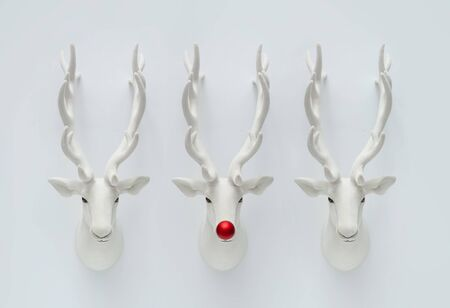 Christmas reindeer decoration with red Christmas bauble. Creative minimal funny holiday concept. Standard-Bild - 135471831