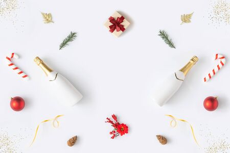 Trendy Christmas pattern made with various winter and New Year objects on bright background. Minimal Christmas concept. Standard-Bild - 135471676