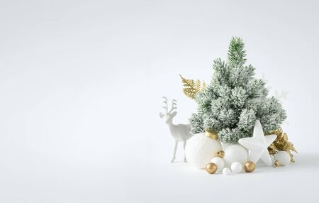 Christmas or New Year layout with white snowy Christmas tree and golden Christmas decoration. Bright  Holiday background. Standard-Bild - 135471391