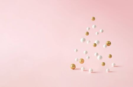 Christmas composition. Pink Christmas tree, with decoration on pink background. Happy holidays. new year minimal concept. Standard-Bild - 135485001