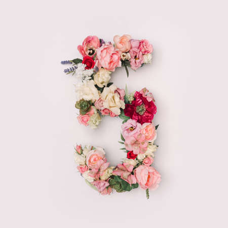 Number 5 made of real natural flowers and leaves. Flower font concept. Unique collection of letters and numbers. Spring, summer and valentines creative idea. 版權商用圖片