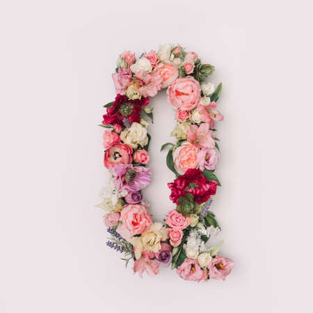 Letter Q made of real natural flowers and leaves. Flower font concept. Unique collection of letters and numbers. Spring, summer and valentines creative idea. 版權商用圖片