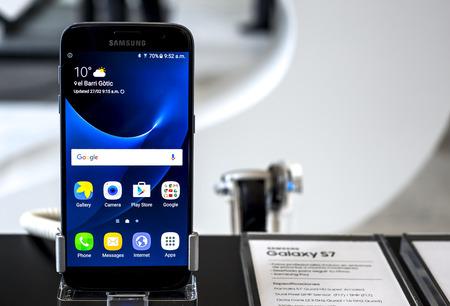 samsung galaxy: BARCELONA, SPAIN - FEBRUARY 27, 2016: New Samsung Galaxy S7 at Mobile World Centre of Barcelona.