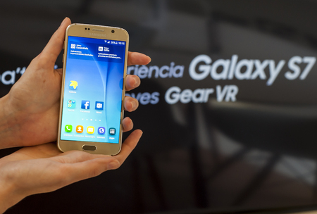 samsung galaxy: BARCELONA, SPAIN - FEBRUARY 27, 2016: New Samsung Galaxy S6 at Mobile World Centre of Barcelona.
