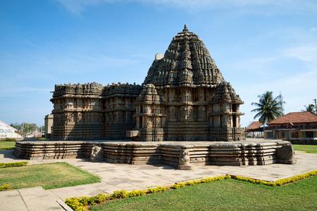 カルナータカ州の古代インドのホイサラ寺院 写真素材