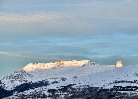 朝のアルプスの山の風景 写真素材