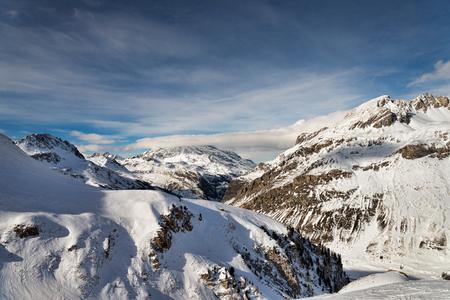 冬のアルプスの山の風景
