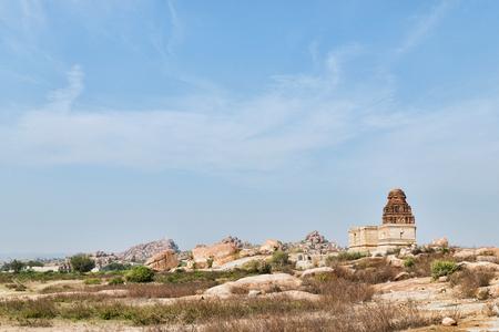 ハンピの古代寺院遺跡風景