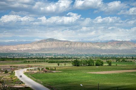 アルメニア トルコの国境にホール virap 修道院近く山の夏の風景