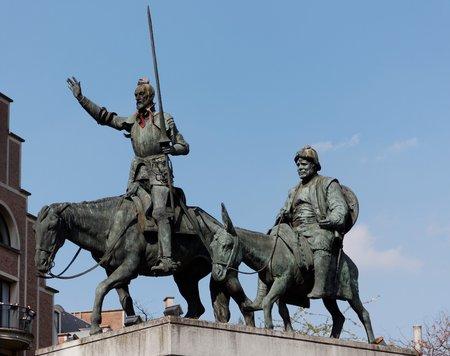 don quijote: Estatua de bronce de Don Quijote
