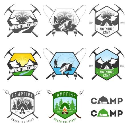 lägereld: Set med vintage camping etiketter och märkningar Illustration